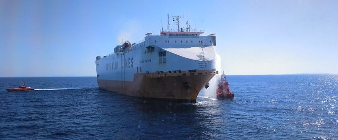 "Frachtschiff ""Grande Europa"""
