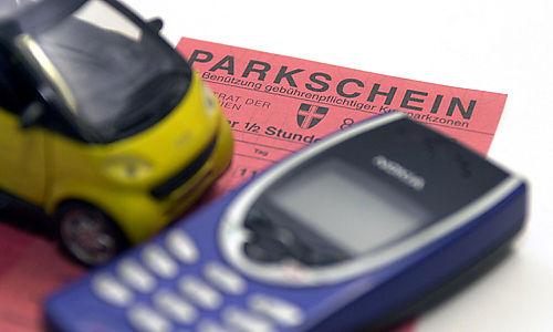 Kurzparken mit Handy, Kurzparkzone, Autofahren, Parken, Verkehr Foto: Clemens Fabry